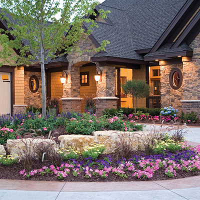 This is an example of a traditional front yard landscaping in St Louis.