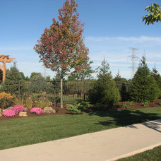 Traditional Landscape by Elemental Landscapes, Ltd.