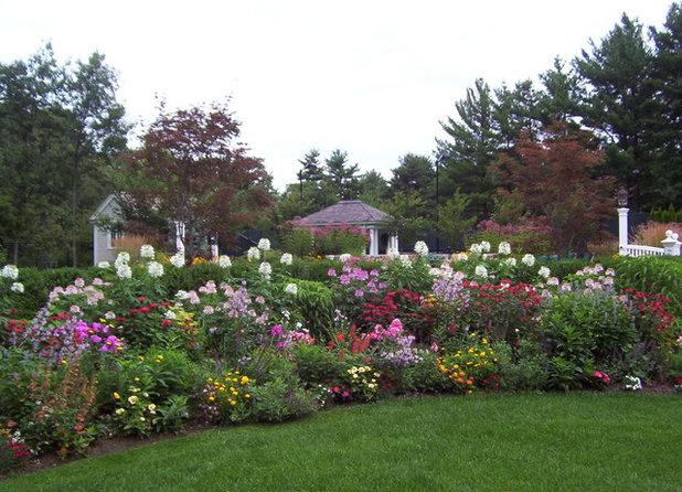 Классический Сад by NatureWorks Landscape Services, Inc.
