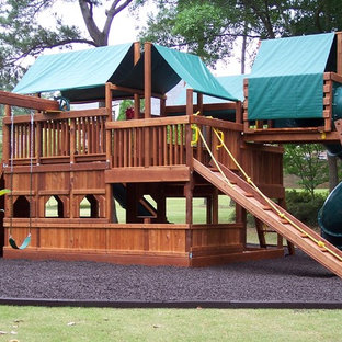 Photo of a mid-sized craftsman full sun backyard mulch landscaping in Atlanta for summer.