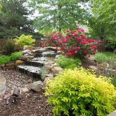 Traditional Landscape by Red Oak Landscaping LLC