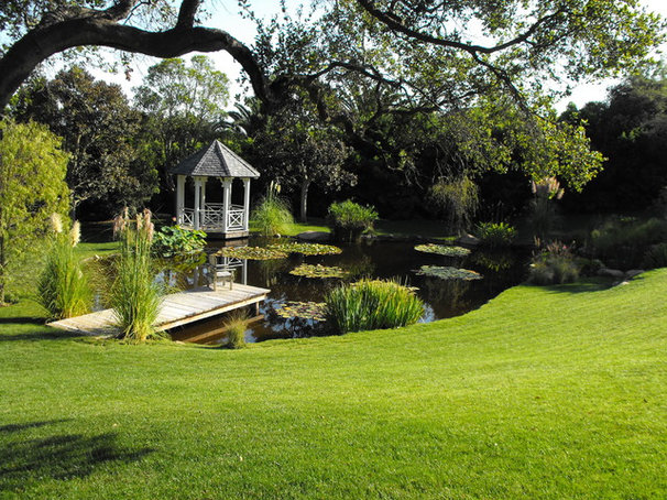 Traditional Landscape by Garcia Rock And Water Design