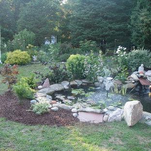 Immagine di un giardino etnico esposto a mezz'ombra di medie dimensioni e dietro casa in primavera con pavimentazioni in pietra naturale