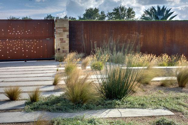 Modern Garden by D-CRAIN Design and Construction