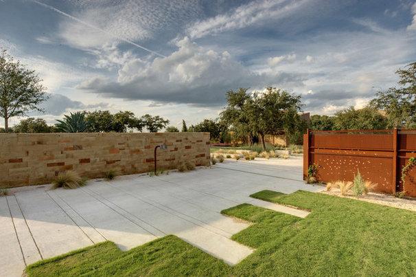Modern Landscape by D-CRAIN Design and Construction