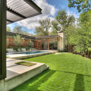 Inspiration for a contemporary backyard landscaping in Austin.