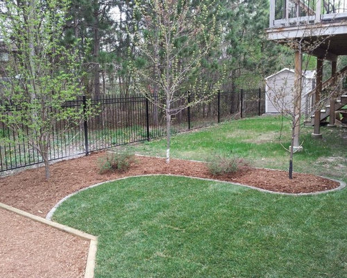 Ottawa outdoor design ideas renovations photos with mulch for Courtyard landscaping ottawa