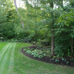 traditional landscape by Lemcke Landscape, Inc.