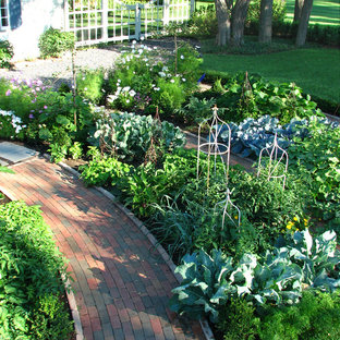 Inspiration for a traditional vegetable garden landscape in Chicago.