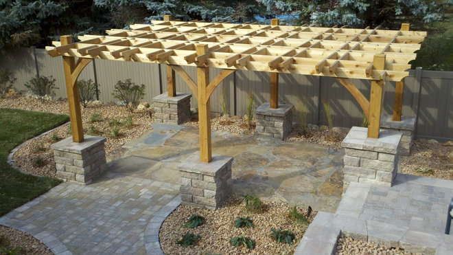 Traditional Landscape by Groundwater, Inc.