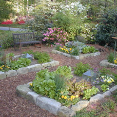 traditional landscape by Home & Garden Design, Atlanta - Danna Cain, ASLA