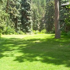 Traditional Landscape by Bear Creek Landscape