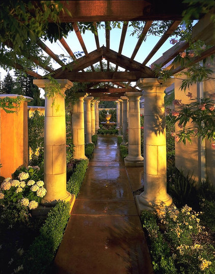 Mediterranean Landscape by Broussard Associates Landscape Architects