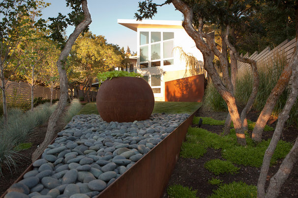 Modern Landscape by Landform Design Group