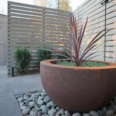 Modern Landscape by Landform Design Group