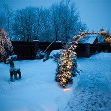 Новогодние праздники в саду — идеи зимнего декора для улицы