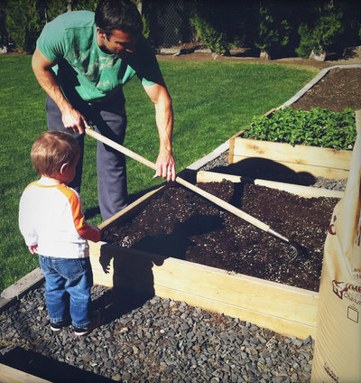 Eklektisk Trädgård Raised bed garden