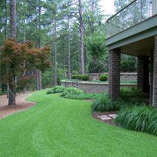 Traditional Landscape by Ramsey Landscape Associates, Inc.