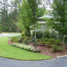 Contemporary Landscape by Ramsey Landscape Associates, Inc.