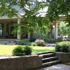 Traditional Landscape by Ramsey Landscape Associates, Inc.
