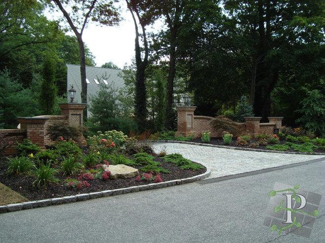 Traditional Landscape by Platinum Site Development