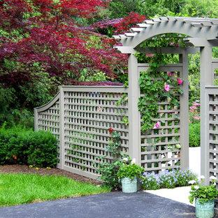 Ispirazione per un giardino tradizionale esposto in pieno sole dietro casa in estate