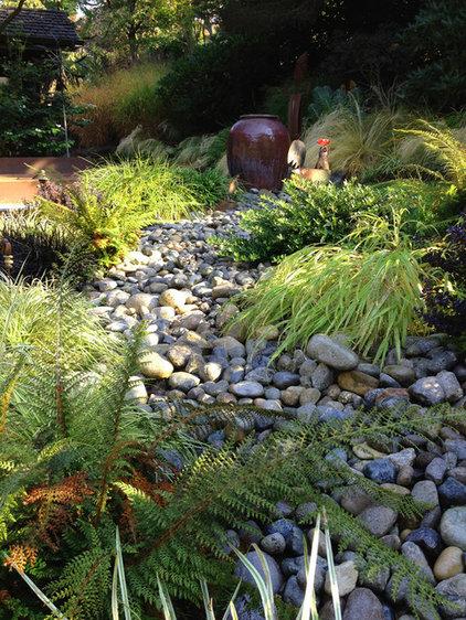 Traditional Landscape by Folia Horticultural + Design
