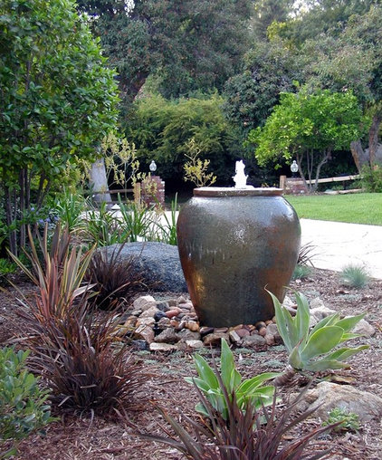 Contemporary Landscape by Remarkable Gardens