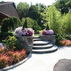 Traditional Landscape by Sitescapes Landscape Design Inc.