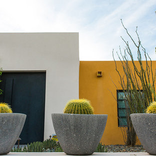 Design ideas for a large contemporary drought-tolerant and full sun front yard mulch garden path in Phoenix.