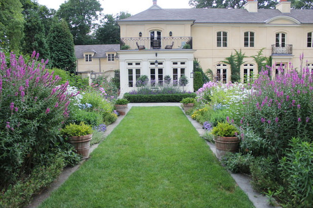 Traditional Landscape by Kendall O'Brien Landscape Architects