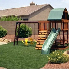 Traditional Landscape by Envy Lawn
