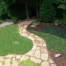 Traditional Landscape by Pierce Landscape Designs