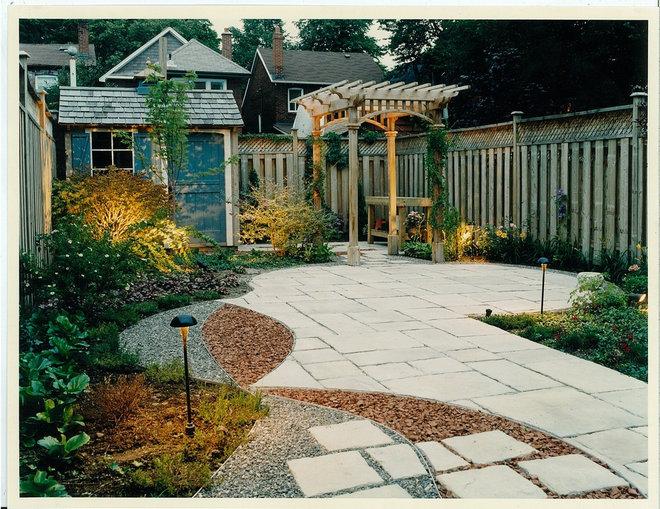 Modern Landscape by SJN + Associates Landscape Architects Inc.