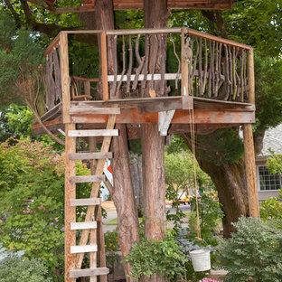 Ispirazione per un giardino bohémian con uno spazio giochi