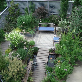 Inspiration for a mid-sized transitional partial sun backyard landscaping in New York.