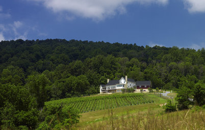 Houzz Tour: Retirees Follow Vineyard Dreams With a Hillside Farmhouse
