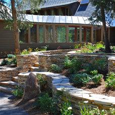 Traditional Landscape by Platinum Landscape LLC