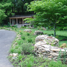 Traditional Landscape by Landscapes by Dallas Foster, Inc
