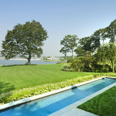 Beach Style Landscape by Austin Patterson Disston Architects