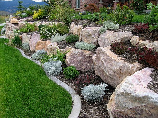 Ideas para el jard n construye una rocalla para terrenos - Jardines en pendiente ...