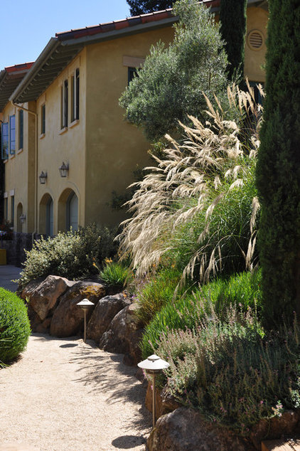 Traditional Landscape by Arterra Landscape Architects