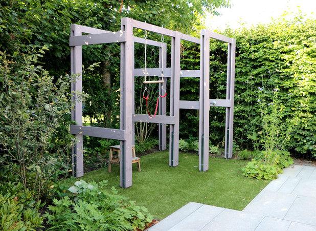 Contemporary Garden by Studio TOOP