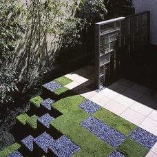 Modern Landscape by Ron Herman Landscape Architect