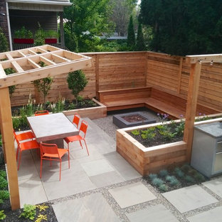 This is an example of a small contemporary full sun backyard landscaping in Toronto.