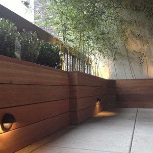 Foto di un giardino contemporaneo esposto a mezz'ombra di medie dimensioni e sul tetto in estate con un giardino in vaso e pedane
