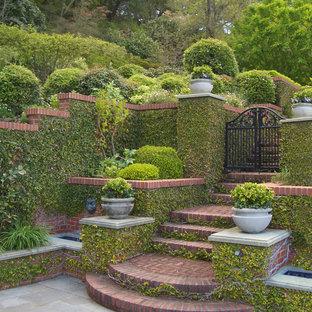 Immagine di un giardino formale tradizionale