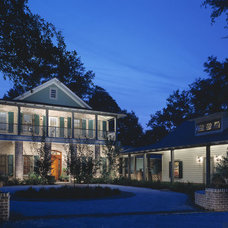 Traditional Landscape by Schmitt Walker Architects