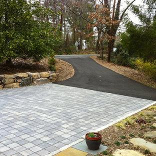 Idee per un piccolo vialetto d'ingresso moderno esposto a mezz'ombra davanti casa in inverno con pavimentazioni in cemento