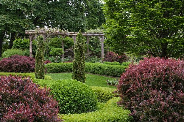 Traditional Garden by Craig Bergmann Landscape Design